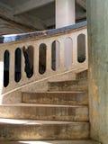 弯曲的老楼梯 免版税库存图片