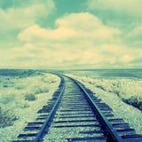 弯曲的老铁路轨道 免版税库存照片