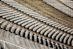 弯曲的行位子体育场 免版税库存图片