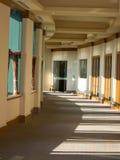 弯曲的走廊办公室 免版税库存图片