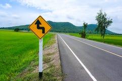 弯曲的路标村镇 库存照片