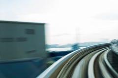 弯曲的运动的被弄脏的行动火车轨道 库存图片