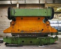 弯曲的钢片的老工业新闻 免版税库存照片