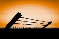 弯曲的铁丝网和chainlink篱芭的综合图象反对白色背景3d 库存照片