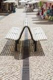 弯曲的长凳在葡萄牙,维拉Real de Santo安东尼奥 免版税库存照片