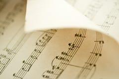 弯曲的音乐纸张 库存图片