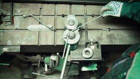 弯曲管子在工厂 立弯机管道 影视素材