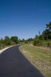 弯曲路径的自行车 免版税库存照片