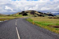 弯曲道路在冰岛 库存照片