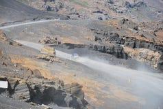 弯曲道路在冰岛 免版税图库摄影