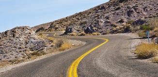 弯曲道路,寻址66亚利桑那沙漠 免版税库存照片