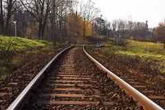 弯曲铁路轨道 库存图片