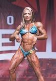弯曲,肌肉的女性体质运动员姿势在2018年多伦多赞成Supershow 免版税库存图片