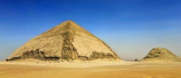 弯的金字塔 图库摄影