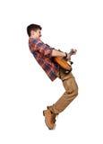 弹一把电吉他的凉快的岩石人 免版税图库摄影