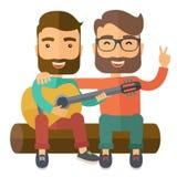 弹吉他的两个人 免版税库存照片