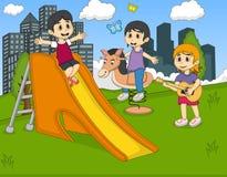 弹吉他,在公园传染媒介的摇马的孩子 免版税库存照片