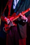 弹在阶段的吉他 免版税库存照片