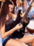 弹奏乐器的带。 免版税库存照片