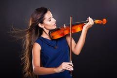 弹小提琴的妇女 库存照片