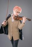 弹小提琴的年轻执行者妇女 免版税库存照片