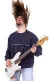 弹有头发的男性音乐家低音吉他 图库摄影
