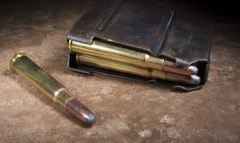 弹药筒和杂志一杆老步枪的有房间在303 免版税库存照片