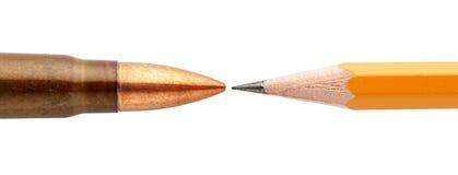 弹药筒和铅笔 免版税库存图片