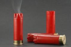 弹药筒抽烟 库存照片