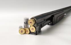 弹药筒12测量说谎在关闭的轻的背景看法边 免版税库存图片