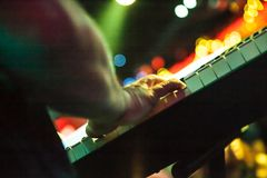 弹钢琴的作曲家 免版税图库摄影