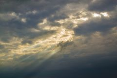 强制本质雨天空 库存图片