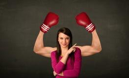 强和肌肉的拳击手胳膊 库存照片