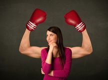强和肌肉的拳击手胳膊 免版税库存照片