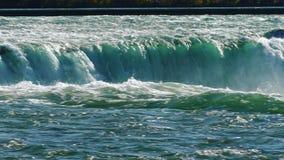 强大尼亚加拉瀑布的水小河  平底锅射击 股票视频