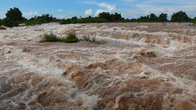 强大湄公河和它的最壮观的瀑布 股票视频