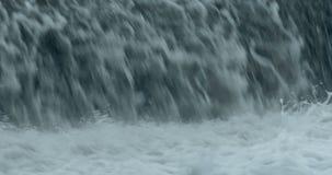 强大瀑布接近 股票录像