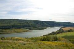 强大Peace河的看法,东北BC 免版税库存照片