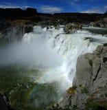 强有力的大瀑布肖松尼人跌倒惊人的秀丽水Fal 库存照片