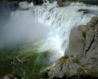 强有力的大瀑布肖松尼人跌倒惊人的秀丽水Fal 免版税库存图片