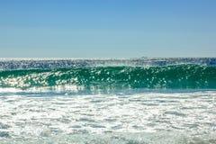 强有力的波浪背景 免版税库存图片