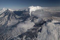 强有力的爆发的标度在火山扎尔巴奇克火山附近的 免版税库存照片