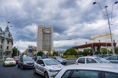 强烈的交通在Universitatii广场,在街市布加勒斯特 免版税库存照片