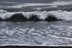 强烈的波浪 背景材料 免版税库存图片