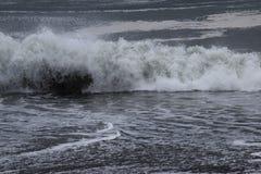 强烈的波浪 背景材料 免版税库存照片