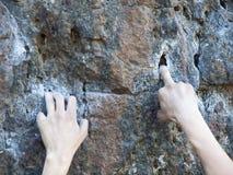 强的手指攀登山 图库摄影