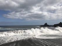 强的波浪,愤怒的海 免版税库存照片