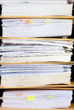 归档堆,文件夹关闭为背景。 免版税库存照片