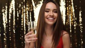 当事人 有的妇女乐趣,饮用的香宾和跳舞 影视素材