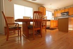 当代厨房橡木 免版税库存图片